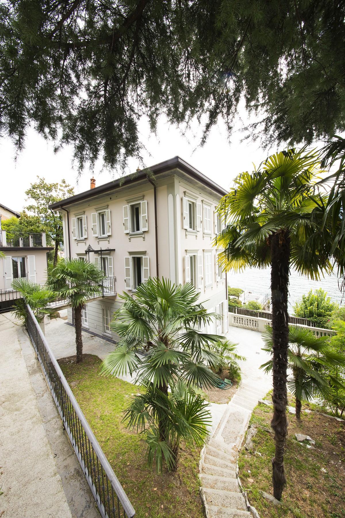 Additional photo for property listing at Fantastic villa liberty pieds dans l'eau on Lake Como Via Regina Vecchia Carate Urio, Como 22010 Italy