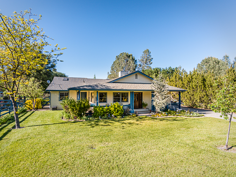 Single Family Home for Sale at Very Well Maintained 9025 San Rafael Road Atascadero, California, 93422 United States