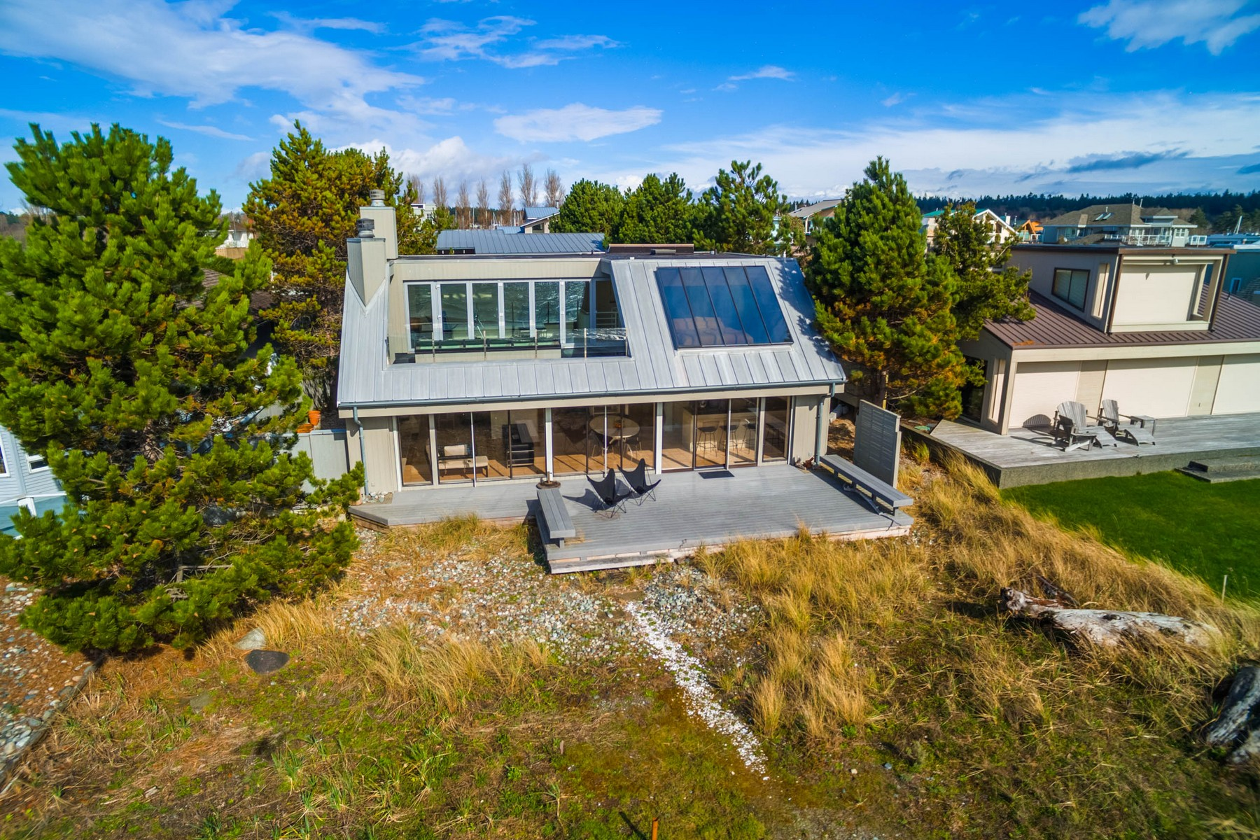 Maison unifamiliale pour l Vente à Beautiful Oceanfront Home in Point Roberts, Washington 1613 Edwards Drive Point Roberts, Washington 98281 États-Unis