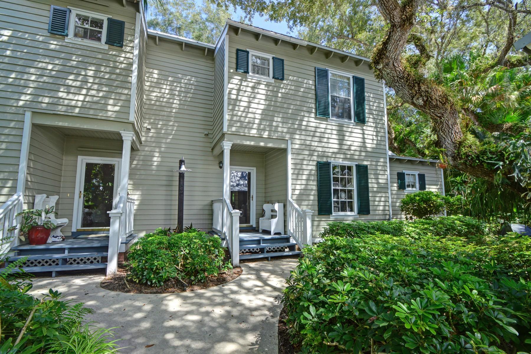 Maison unifamiliale pour l Vente à Updated cottage in Sea Oaks 1440 Fern Ct #302 Vero Beach, Florida 32963 États-Unis