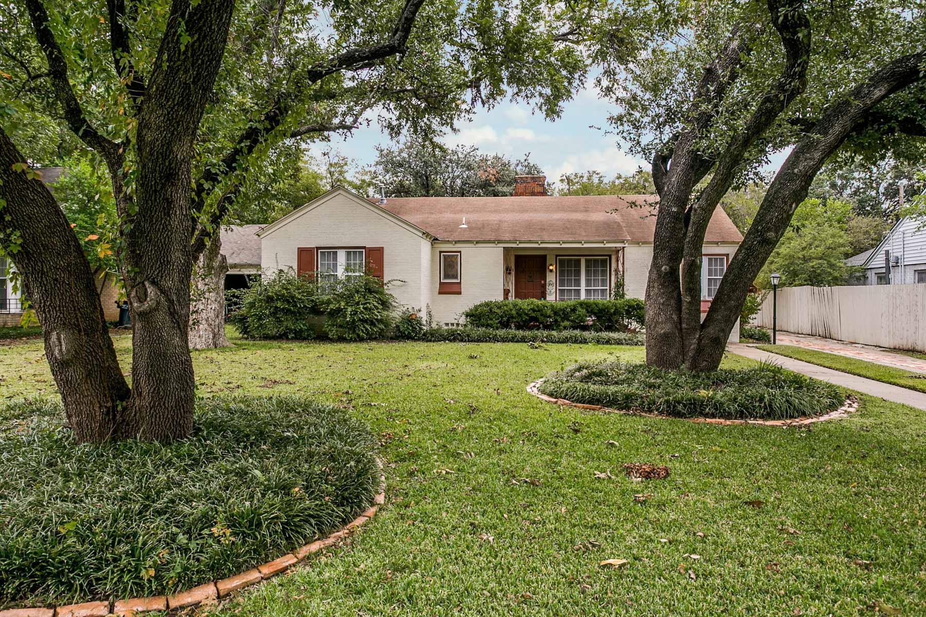 独户住宅 为 销售 在 Cottage Chic Home 3743 Westcliff Road Fort Worth, 得克萨斯州 76109 美国