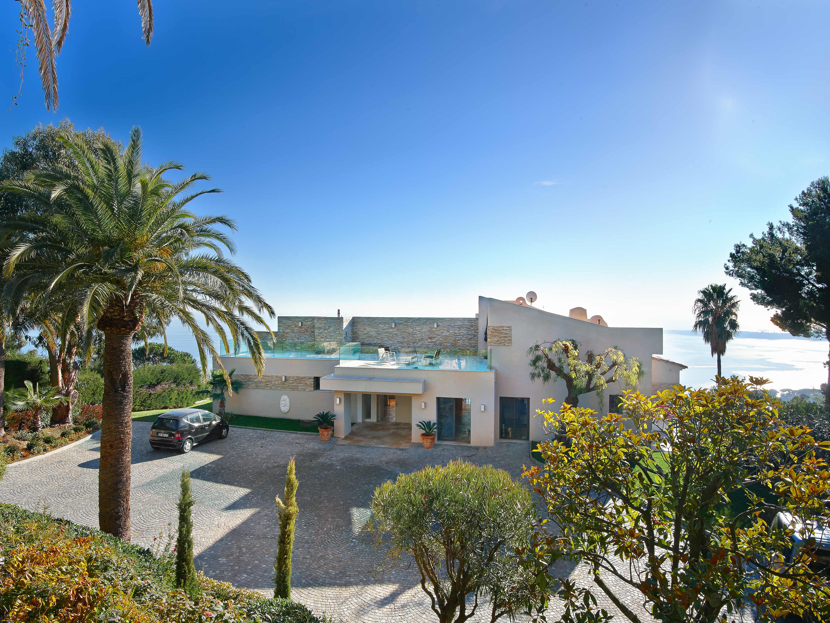 Property Of Contemporary Estate in Super Cannes with panoramic sea views