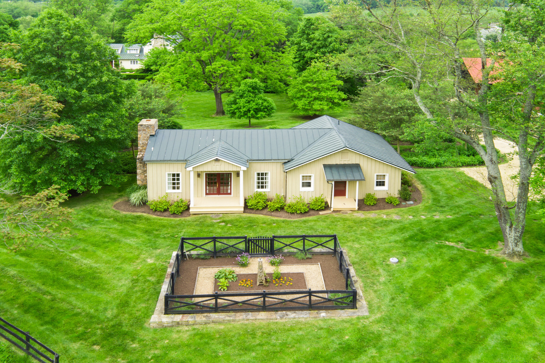 Additional photo for property listing at Orlean House 6781 John Barton Payne Rd Marshall, Virginia 20115 United States