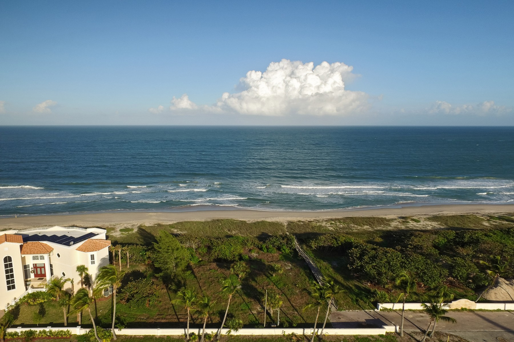 Terreno por un Venta en Outstanding Oceanfront Homesite in Ft Pierce 4566 A1A Fort Pierce, Florida, 34949 Estados Unidos
