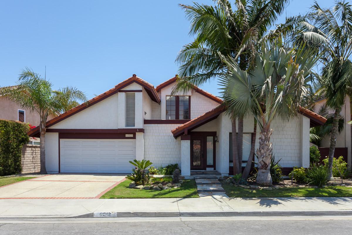 Частный односемейный дом для того Продажа на 16212 Typhoon Ln Huntington Beach, Калифорния, 92649 Соединенные Штаты