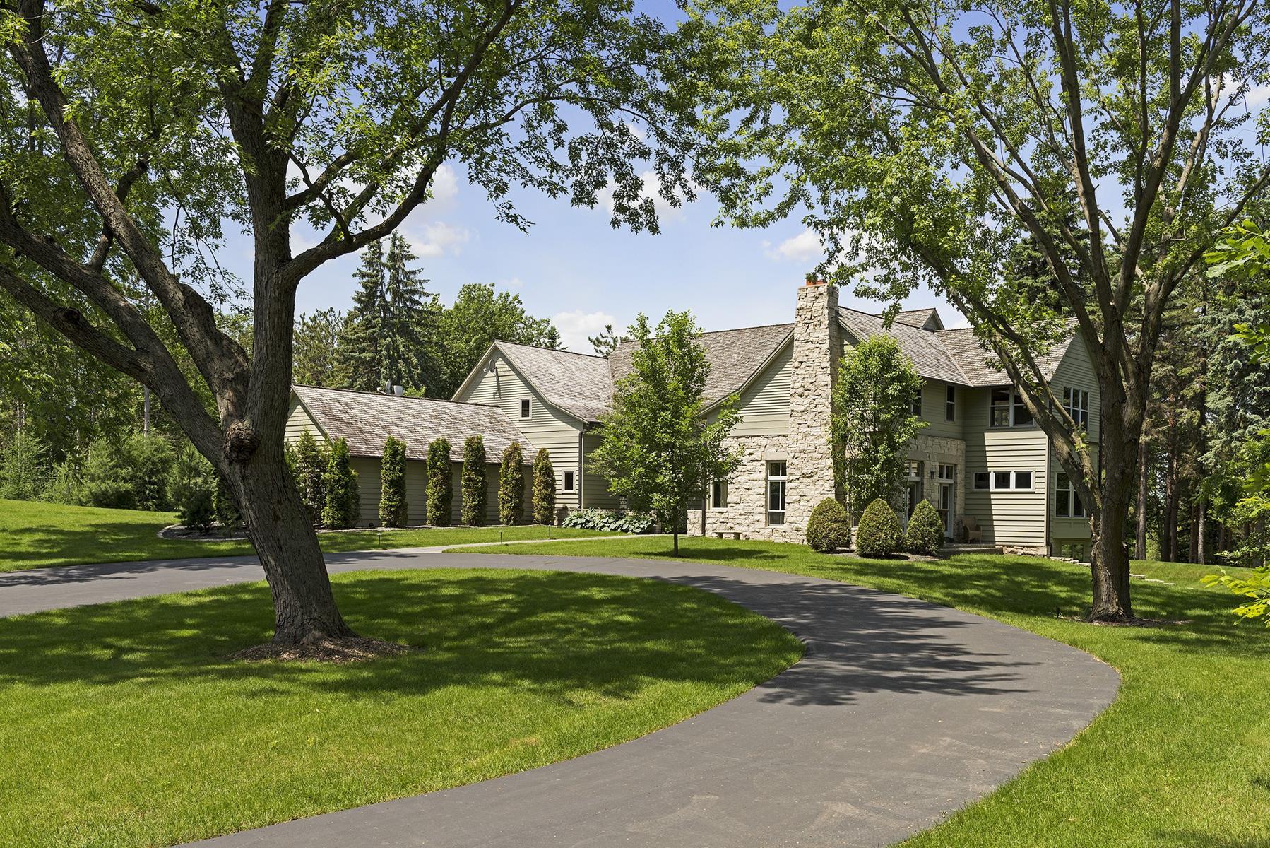 Casa para uma família para Venda às 387 Orono Orchard Road S Orono, Minnesota, 55391 Estados Unidos