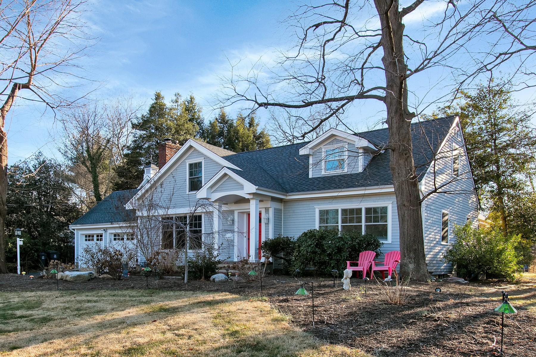 Частный односемейный дом для того Продажа на Updated home with deeded river rights on a Cul-de-Sac 116 Lewis Lane Fair Haven, Нью-Джерси, 07704 Соединенные Штаты
