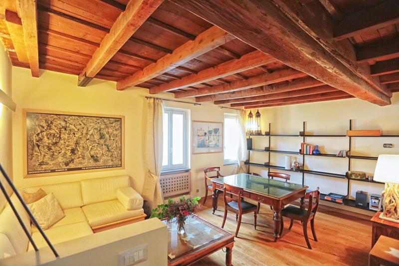 Appartamento per Affitto alle ore Particolare attico recentemente restaurato via Mercato Milano, Milano 20121 Italia