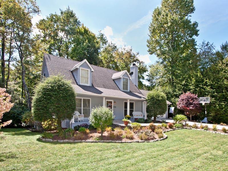 Nhà ở một gia đình vì Bán tại Self 310 Shelby Drive Highlands, Bắc Carolina 28741 Hoa Kỳ