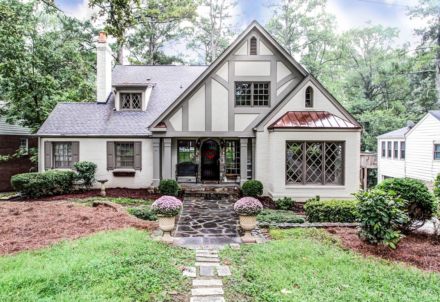 단독 가정 주택 용 매매 에 Gorgeous Peachtree Park Tudor 2977 Dale Drive NE Peachtree Park, Atlanta, 조지아, 30305 미국