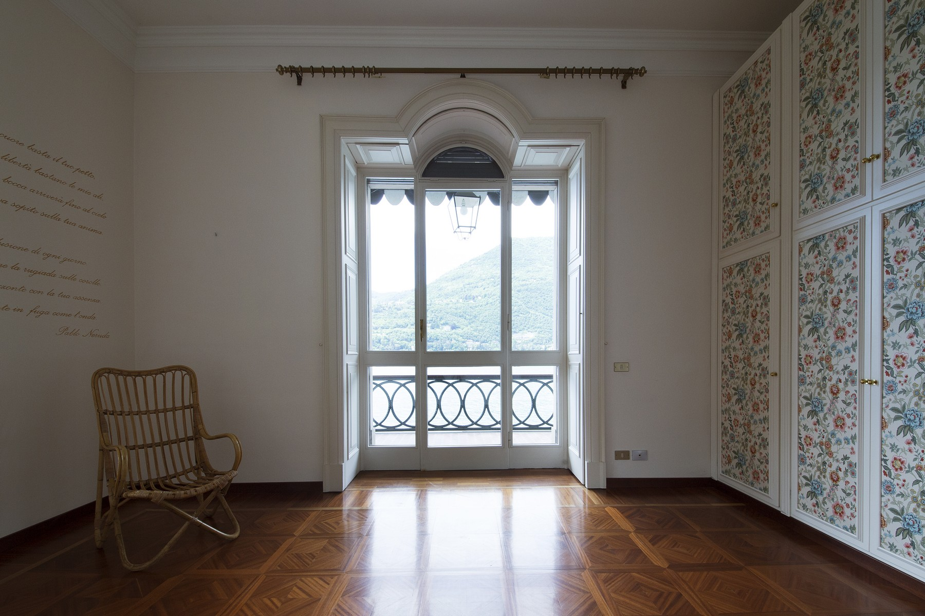 "Additional photo for property listing at Exklusives Appartement in einer historischen Villa ""pieds dans l'eau"" Via Enrico Caronti Blevio, Como 22020 Italien"