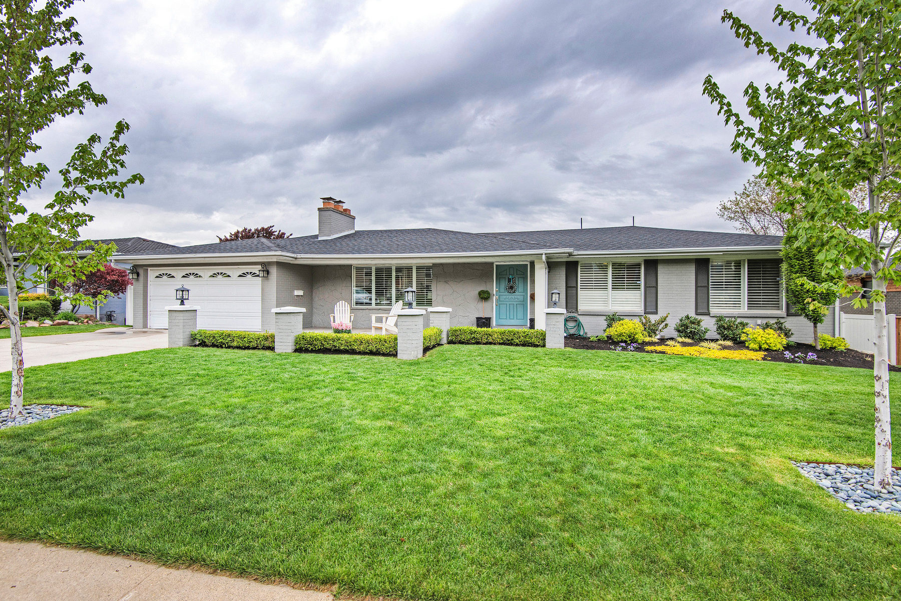 Villa per Vendita alle ore Wonderful Rambler with Views in Exclusive St. Mary's 1100 S Oak Hills Way Salt Lake City, Utah 84108 Stati Uniti