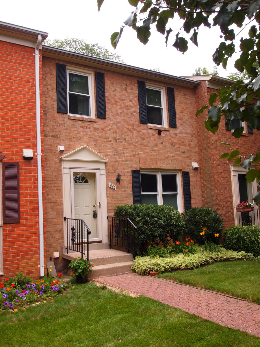 Townhouse for Sale at 623 Abingdon Street, Arlington Arlington, Virginia 22203 United States
