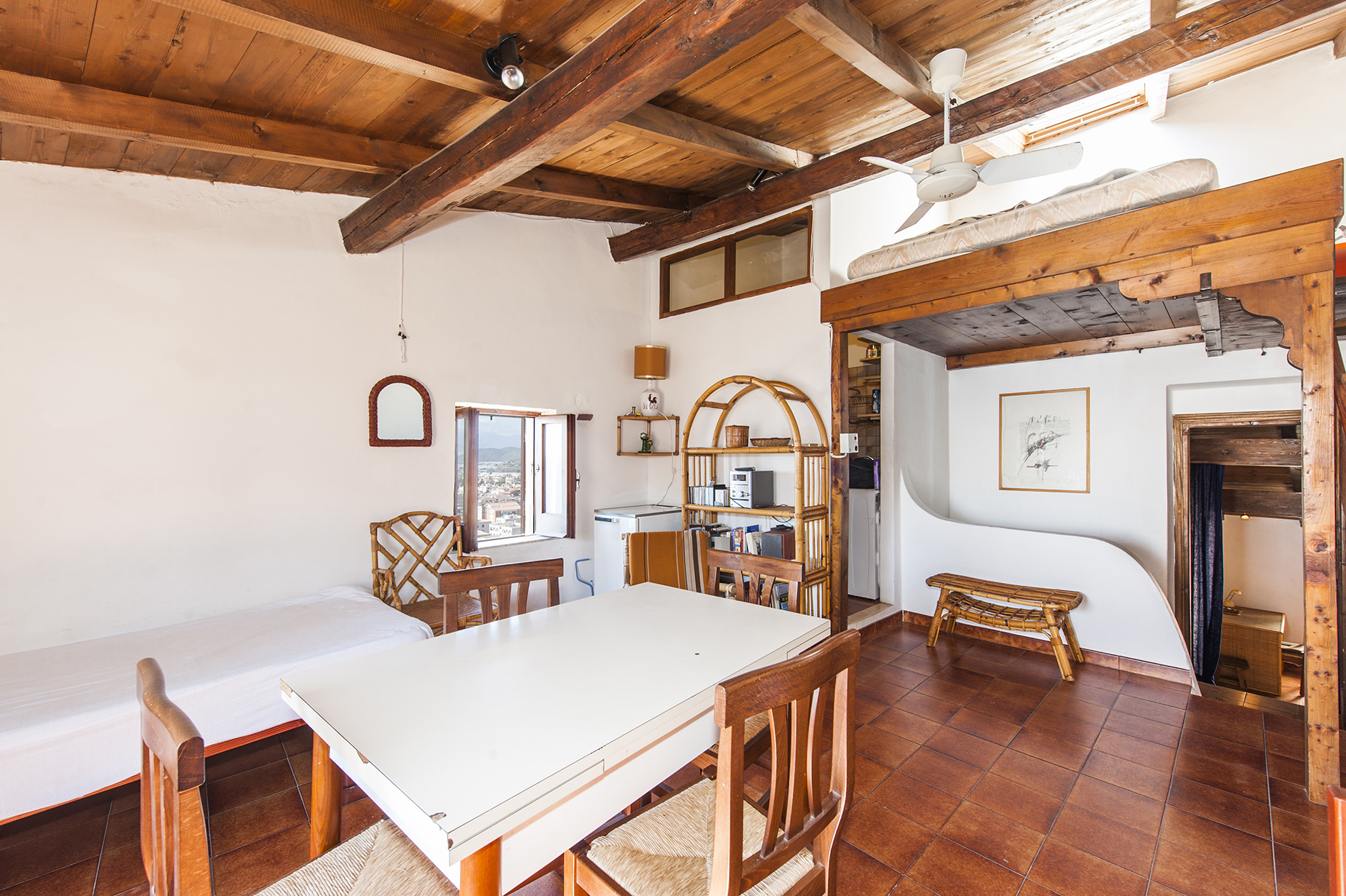 Additional photo for property listing at Charming apartment in Sperlonga with panoramic sea view Via Giosa Sperlonga, Latina 04029 Italie