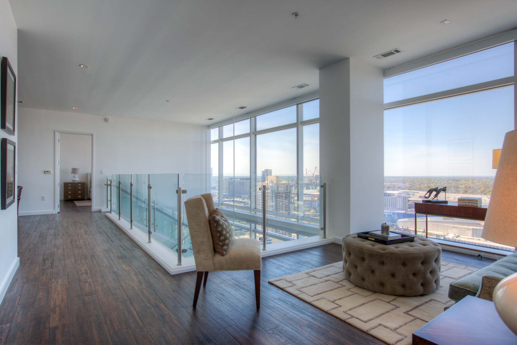 Additional photo for property listing at Spectacular Two Level Atlanta Penthouse With Luxury Hotel Amenities 45 Ivan Allen Jr Boulevard PH#2703 Atlanta, ジョージア 30308 アメリカ合衆国