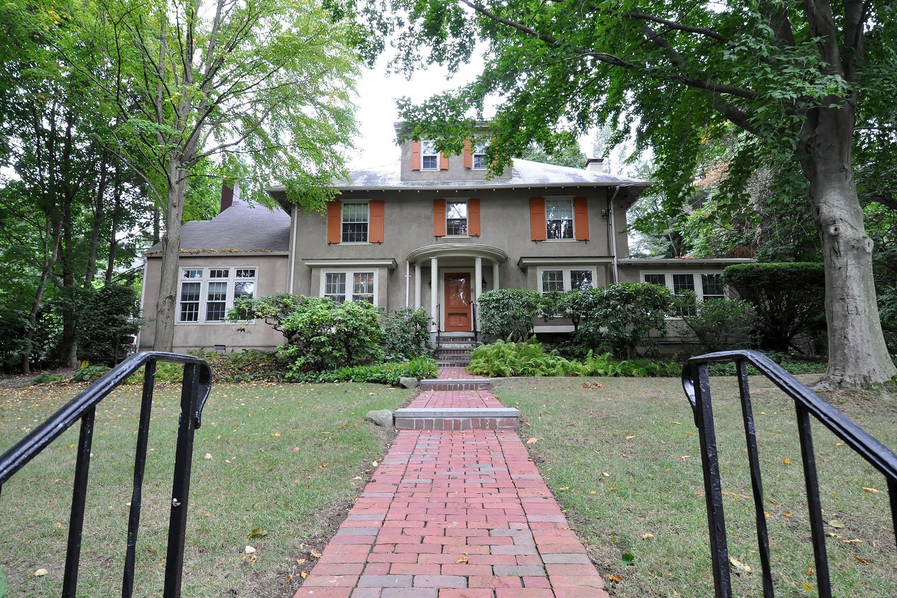 Maison unifamiliale pour l Vente à Exquisite Stucco Home 8 Lee Road Chestnut Hill, Newton, Massachusetts 02467 États-Unis