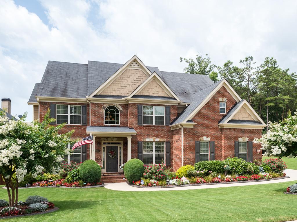 Частный односемейный дом для того Продажа на Stunning Six Bedroom Home Near Lake Lanier 8935 Yellow Pine Court Gainesville, Джорджия 30506 Соединенные Штаты