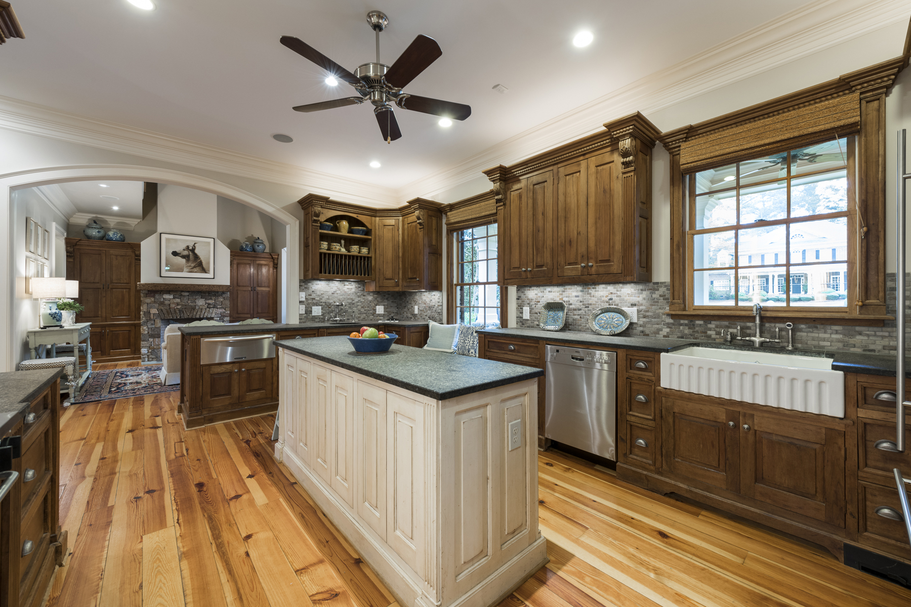 Additional photo for property listing at Beautiful Total Renovation On Quiet Cul-de-sac Street In Historic Brookhaven 4500 Club Valley Drive NE Atlanta, Geórgia 30319 Estados Unidos