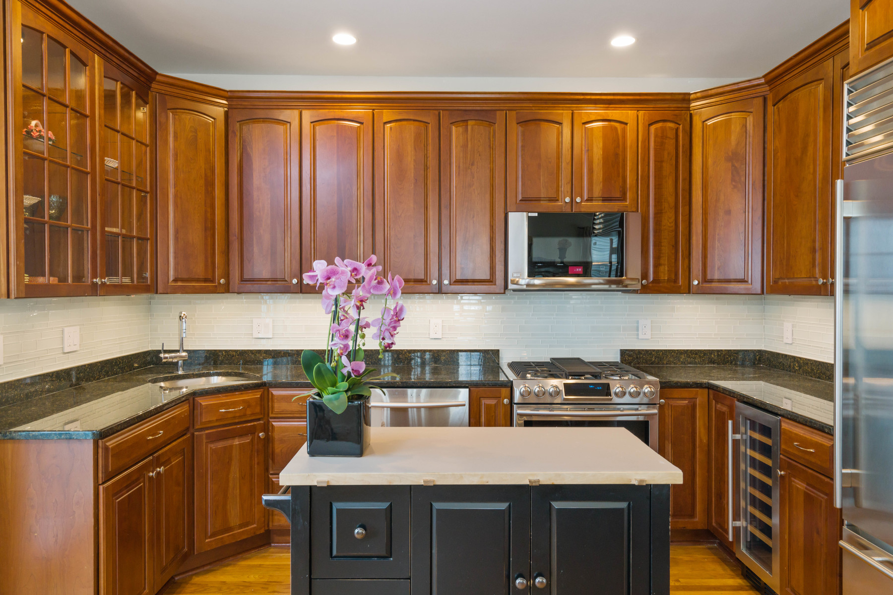 Single Family Home for Sale at 402 E 3rd 402 E 3rd Street Boston, Massachusetts, 02127 United States
