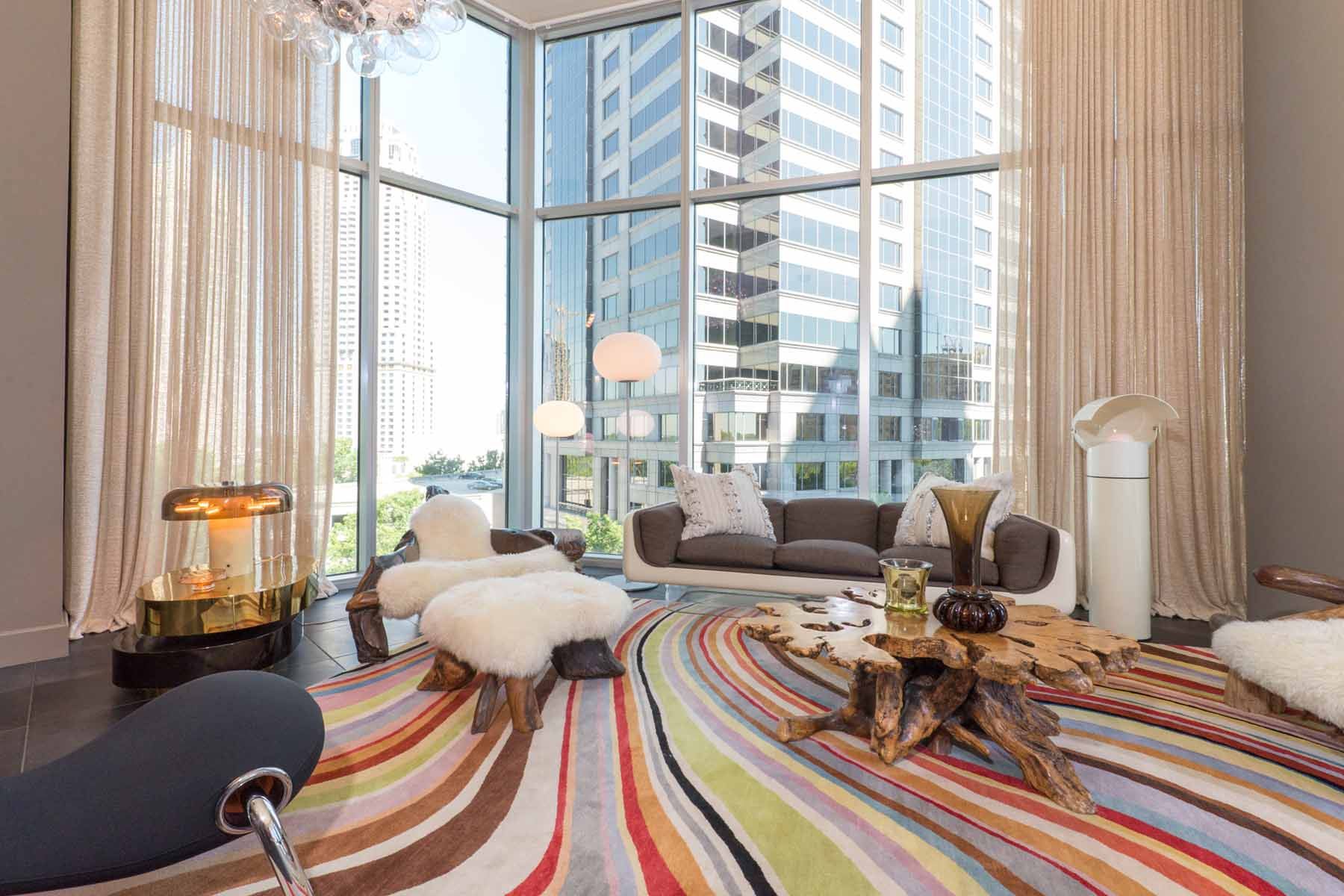 Condominium for Sale at Extraordinary 2/2 offers spacious luxury and magnificent city views! 1080 Peachtree Street NE Unit #1812 Atlanta, Georgia, 30309 United States