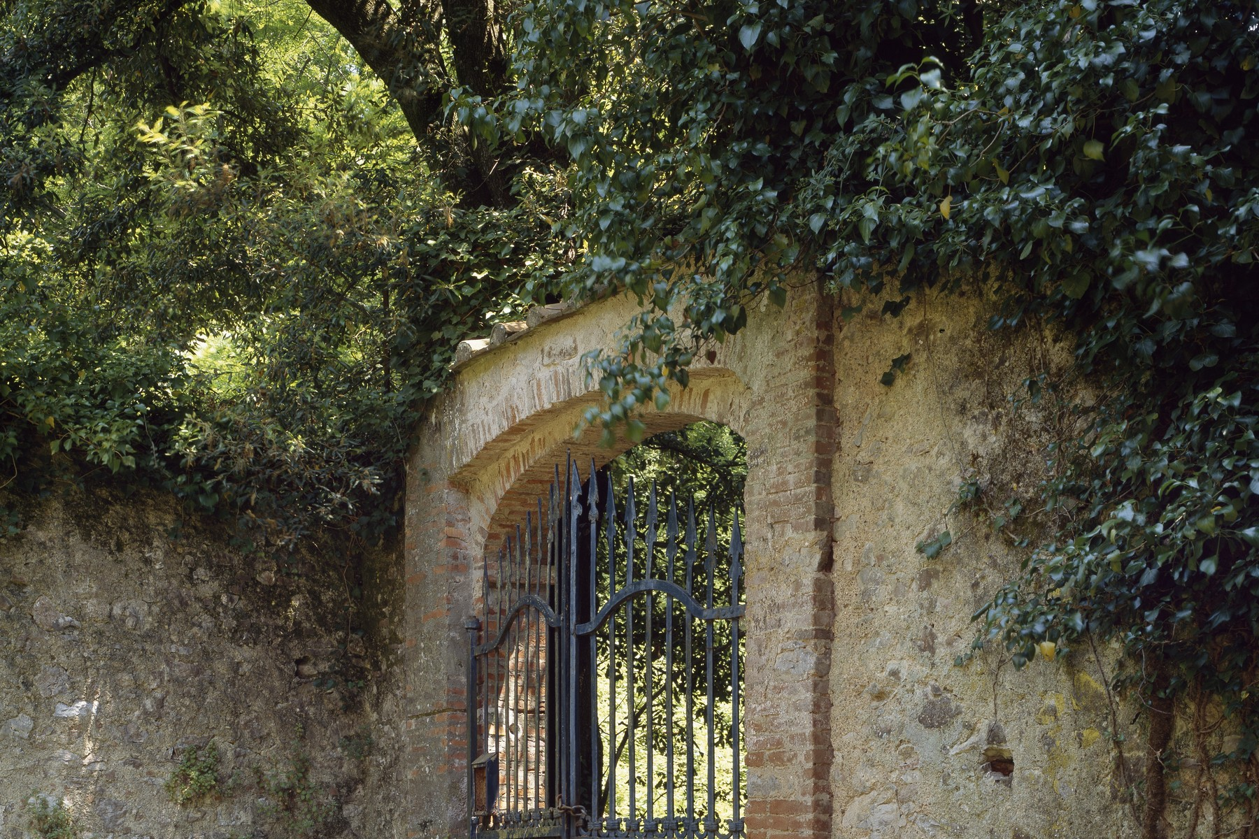 Additional photo for property listing at Giacomo Puccini's splendid villa Via di Caroggio Lucca, Lucca 55100 Italie