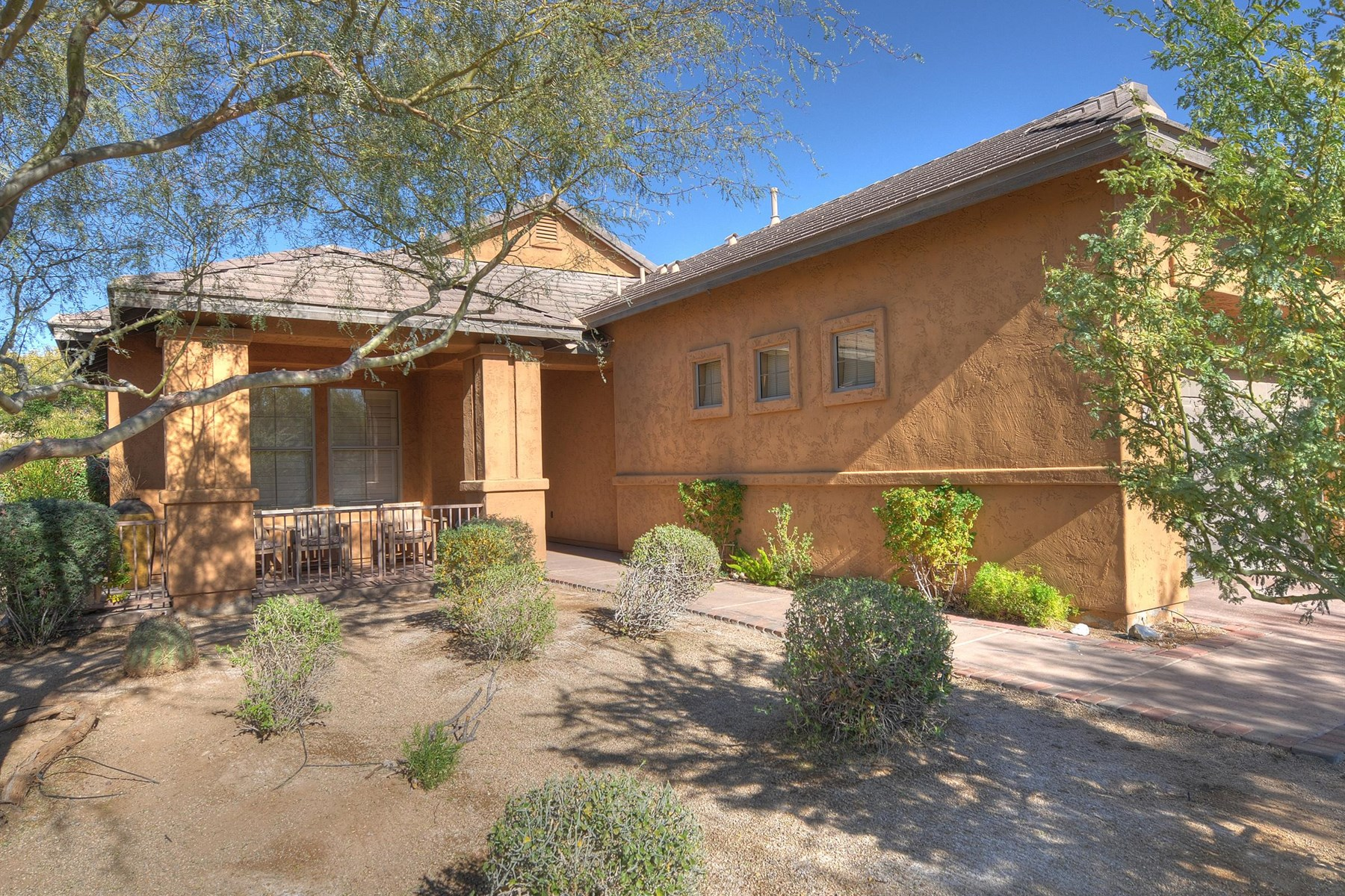 Vivienda unifamiliar por un Venta en Gorgeous Light And Bright Home In The Heart Of DC Ranch 9782 E Flathorn Road Scottsdale, Arizona 85255 Estados Unidos