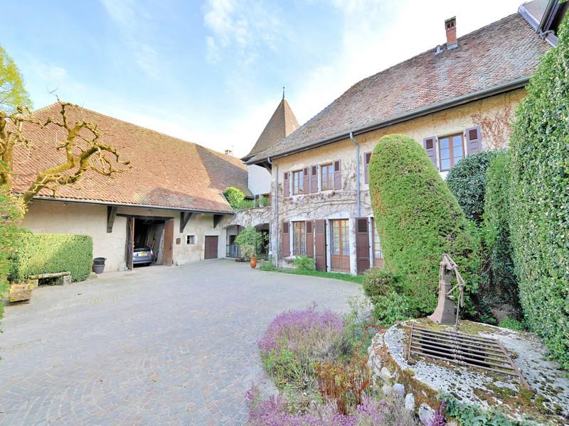 Single Family Home for Sale at Superbe bâtisse Other Rhone-Alpes, Rhone-Alpes 74410 France