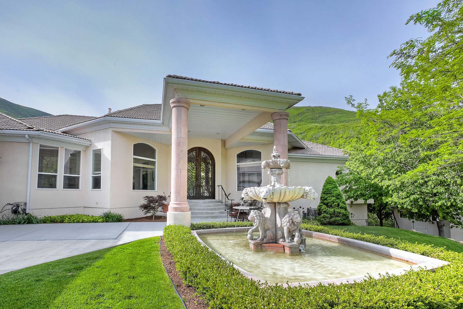 Single Family Home for Sale at Luxury Lifestyle Awaits in Emigration Canyon 4454 Kenbridge Ct Salt Lake City, Utah 84108 United States