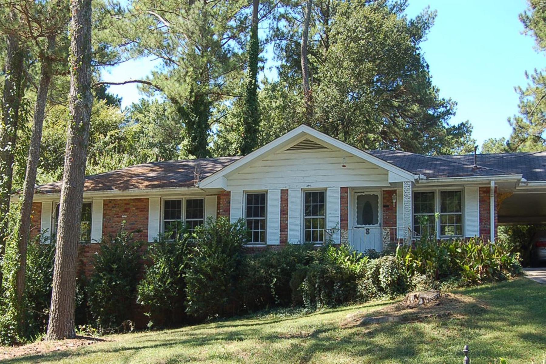 Casa Unifamiliar por un Venta en Lakeside High As-is Fixer Upper 3060 Margavera Terrace Chamblee, Georgia, 30341 Estados Unidos