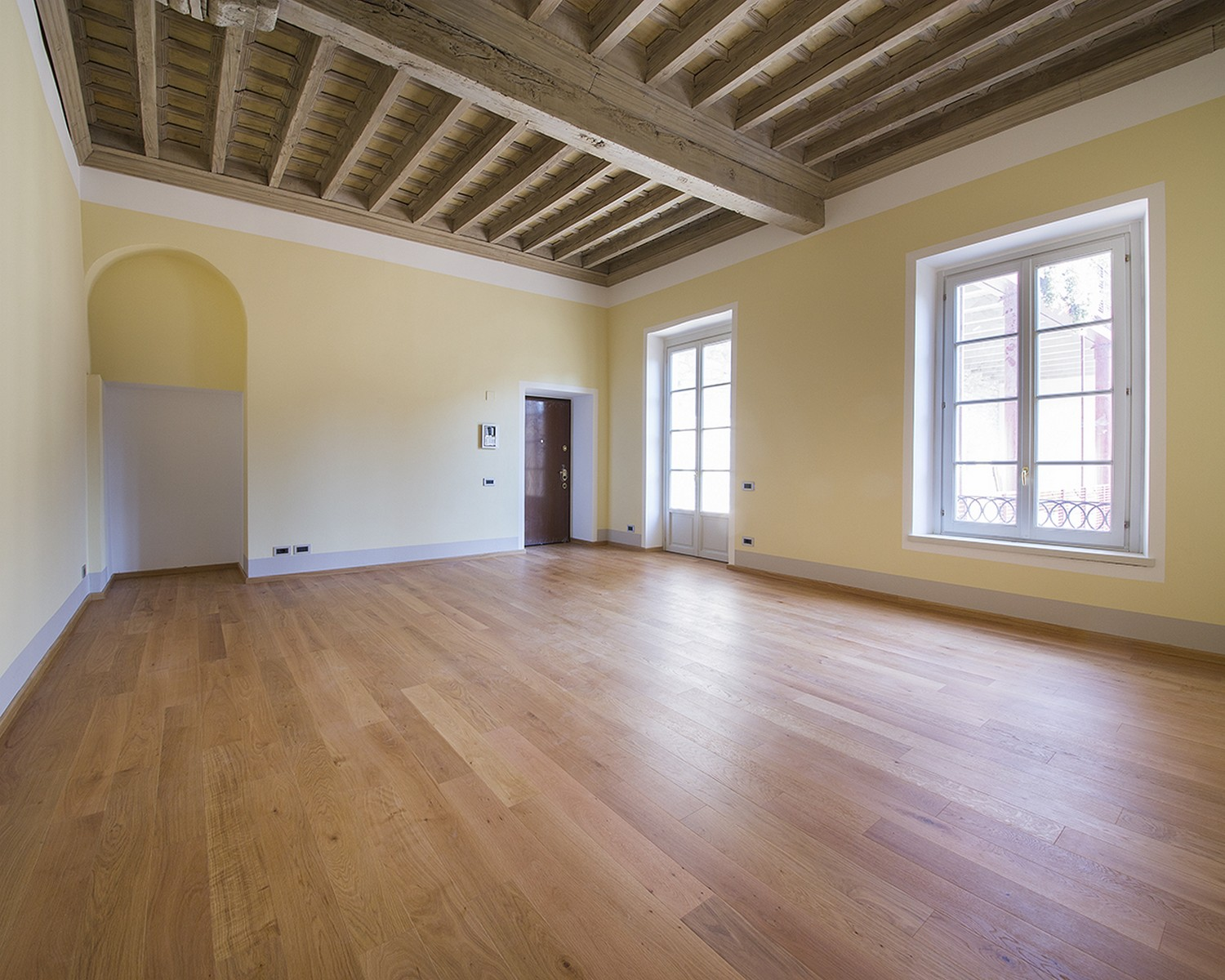 Apartamento por un Venta en Finely renovated apartment in the historic center of Como Via Cinque Giornate Como, Como 22100 Italia