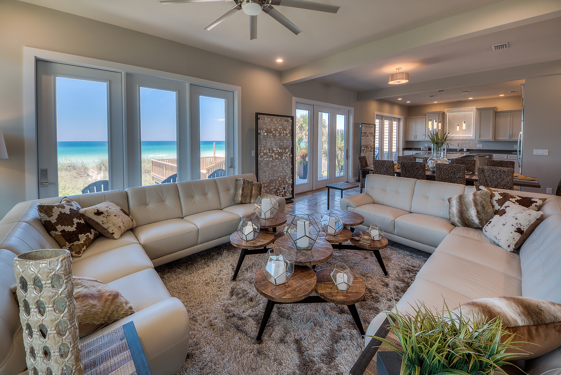 Maison unifamiliale pour l Vente à RECENTLY COMPLETED BEACHFRONT HOME OFFERS ULTIMATE ESCAPE 16611 Front Beach Rd Panama City Beach, Florida, 32413 États-Unis