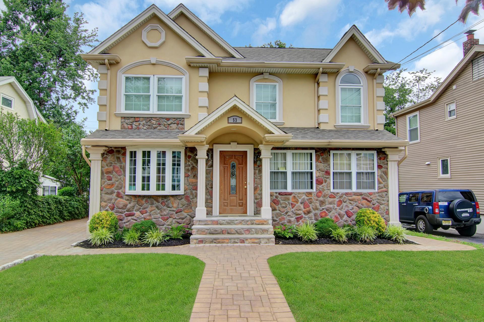 Casa Unifamiliar por un Venta en Updated Colonial 53 Ralph St Bergenfield, Nueva Jersey 07621 Estados Unidos