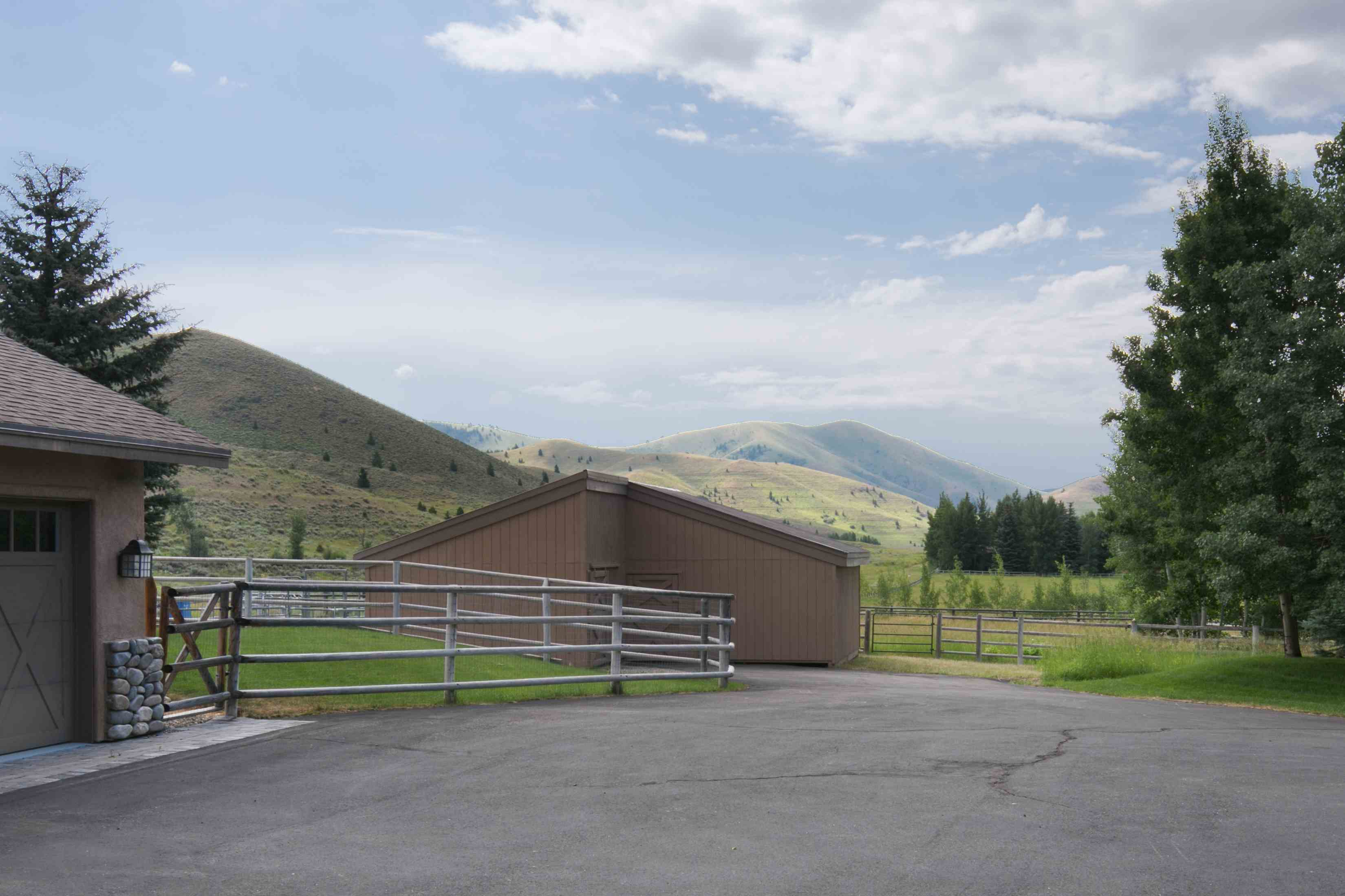 Additional photo for property listing at The Quintessential Idaho Home 13391 Highway 75 Ketchum, Idaho 83340 États-Unis