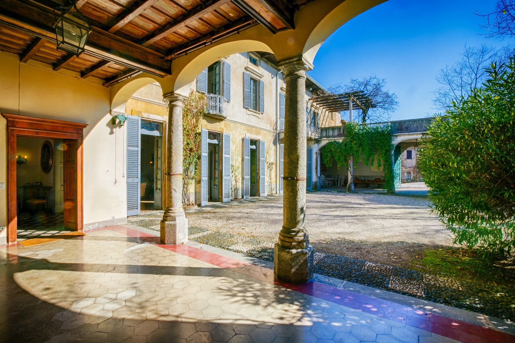 Additional photo for property listing at Villa Torricella Erba Erba, Como 22036 Italie