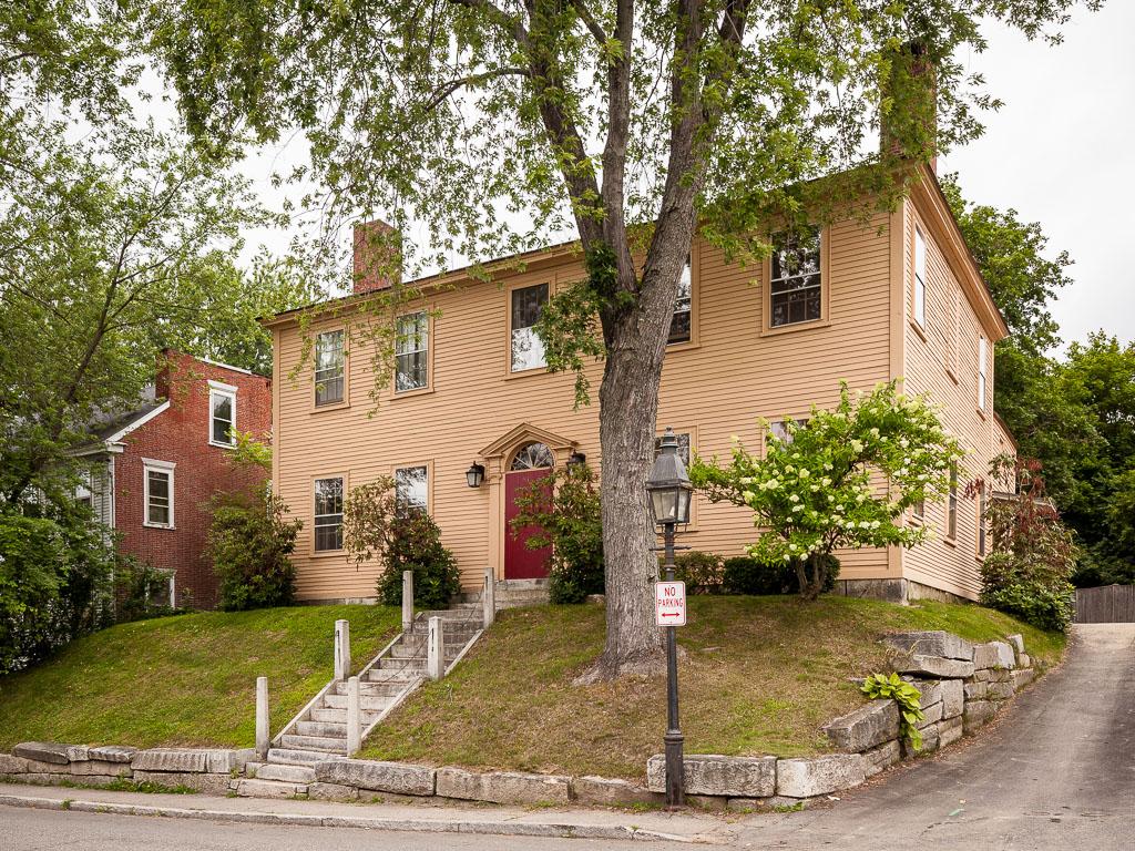 Maison unifamiliale pour l Vente à 91 Second Street Hallowell, Maine 04347 États-Unis
