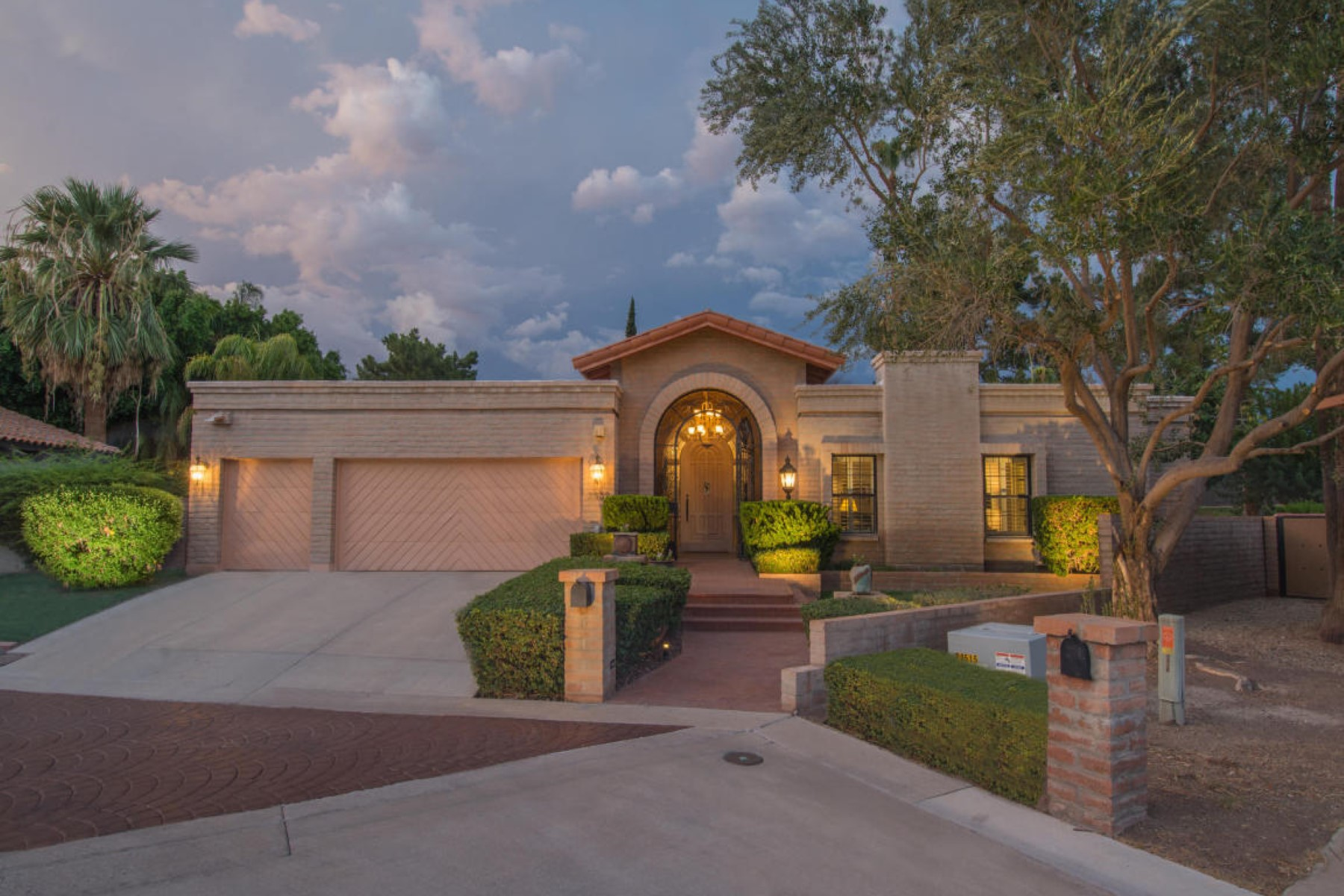 단독 가정 주택 용 매매 에 Charming home in the highly sought after Arizona Biltmore community of Taliverde 2532 E Marshall Ave Phoenix, 아리조나, 85016 미국
