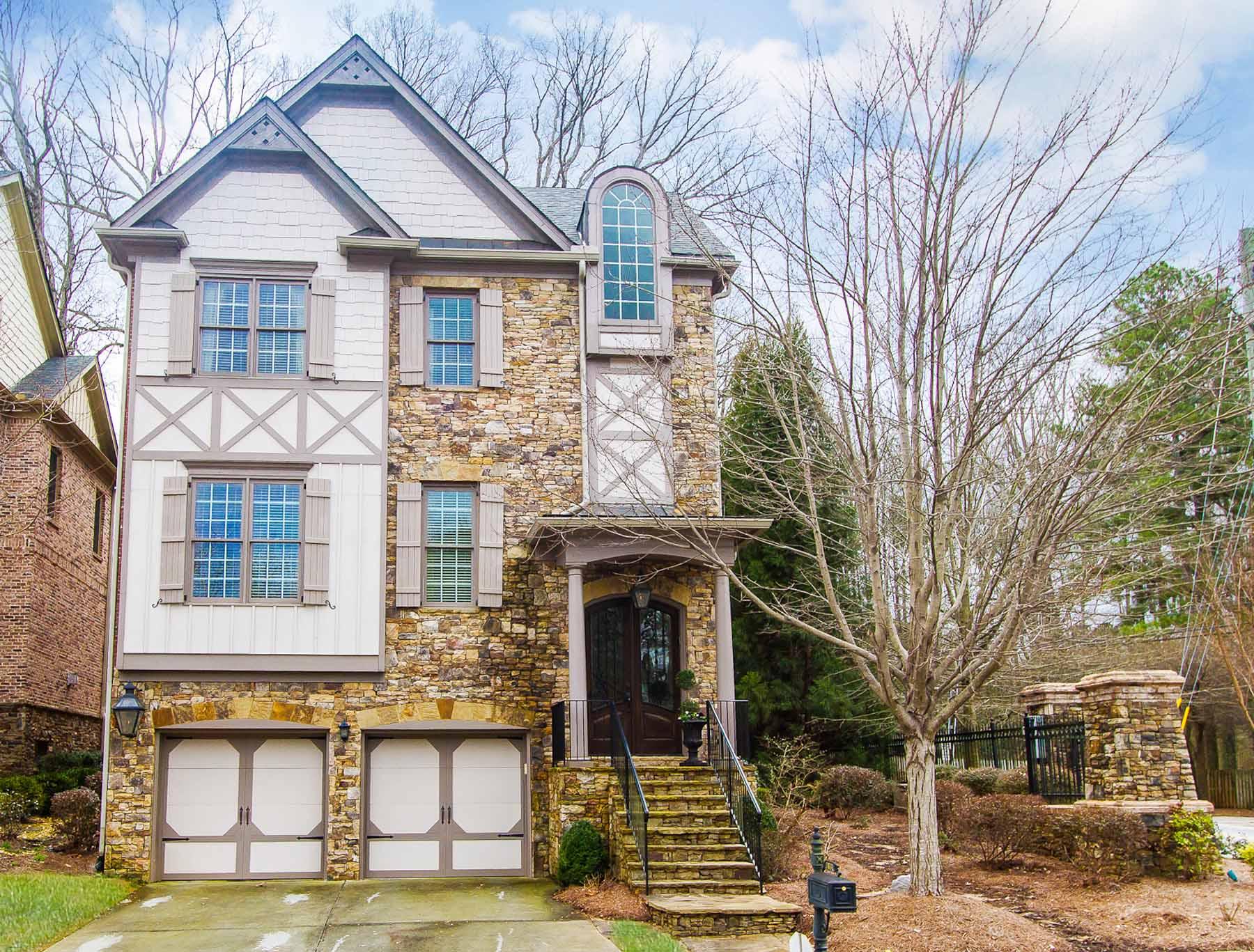 獨棟家庭住宅 為 出售 在 Elegant and Quaint Craftsman 2631 Brickell Square Atlanta, 喬治亞州, 30341 美國