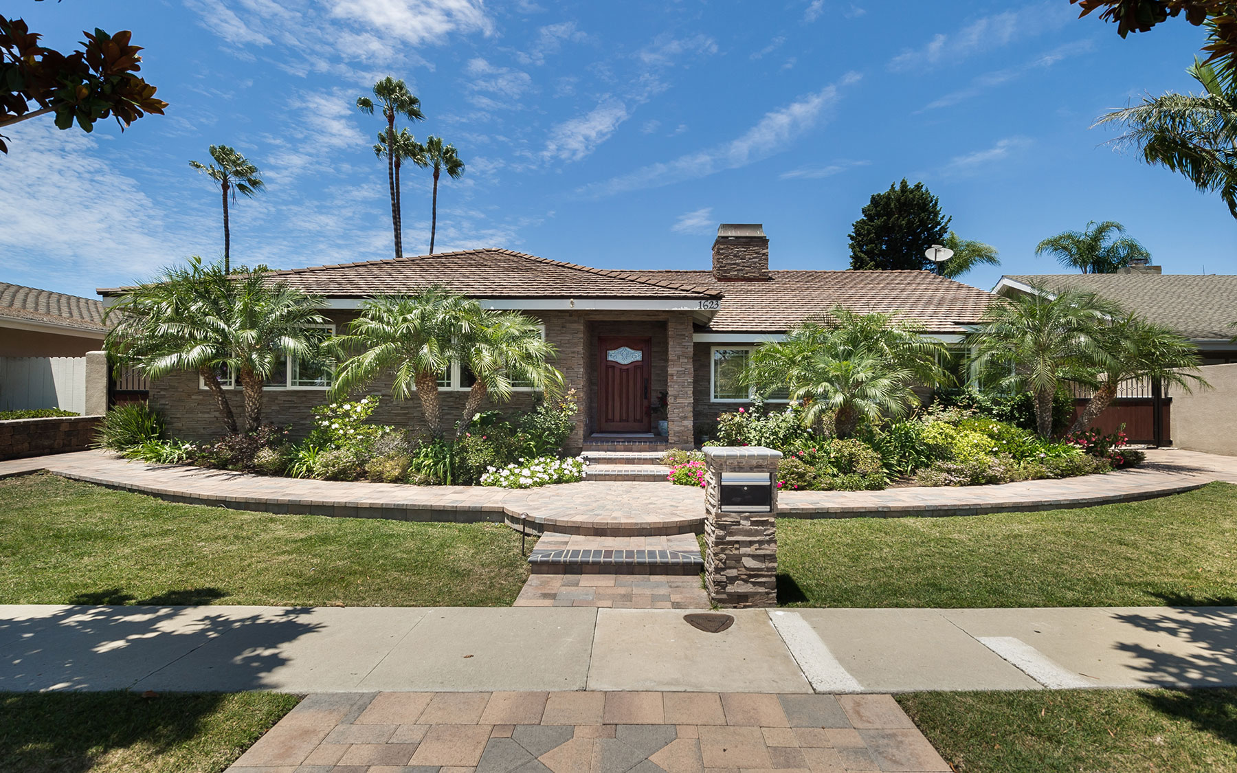 Single Family Home for Sale at 1623 Tradewinds Lane Newport Beach, California, 92660 United States