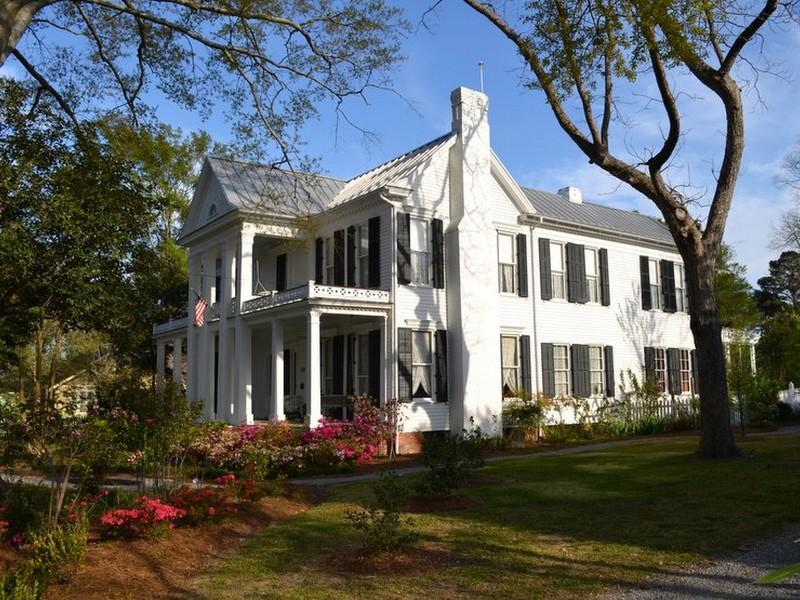 Nhà ở một gia đình vì Bán tại Priestly House 138 E. Fulton Street Canton, Mississippi 39046 Hoa Kỳ
