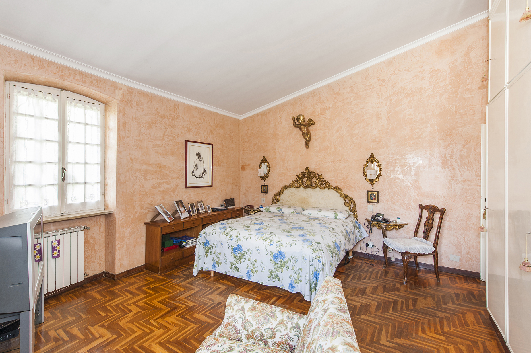 Additional photo for property listing at Villa with large garden in the Eur Infernetto neighborhood Via Fortezza Rome, Rome 00124 Italie