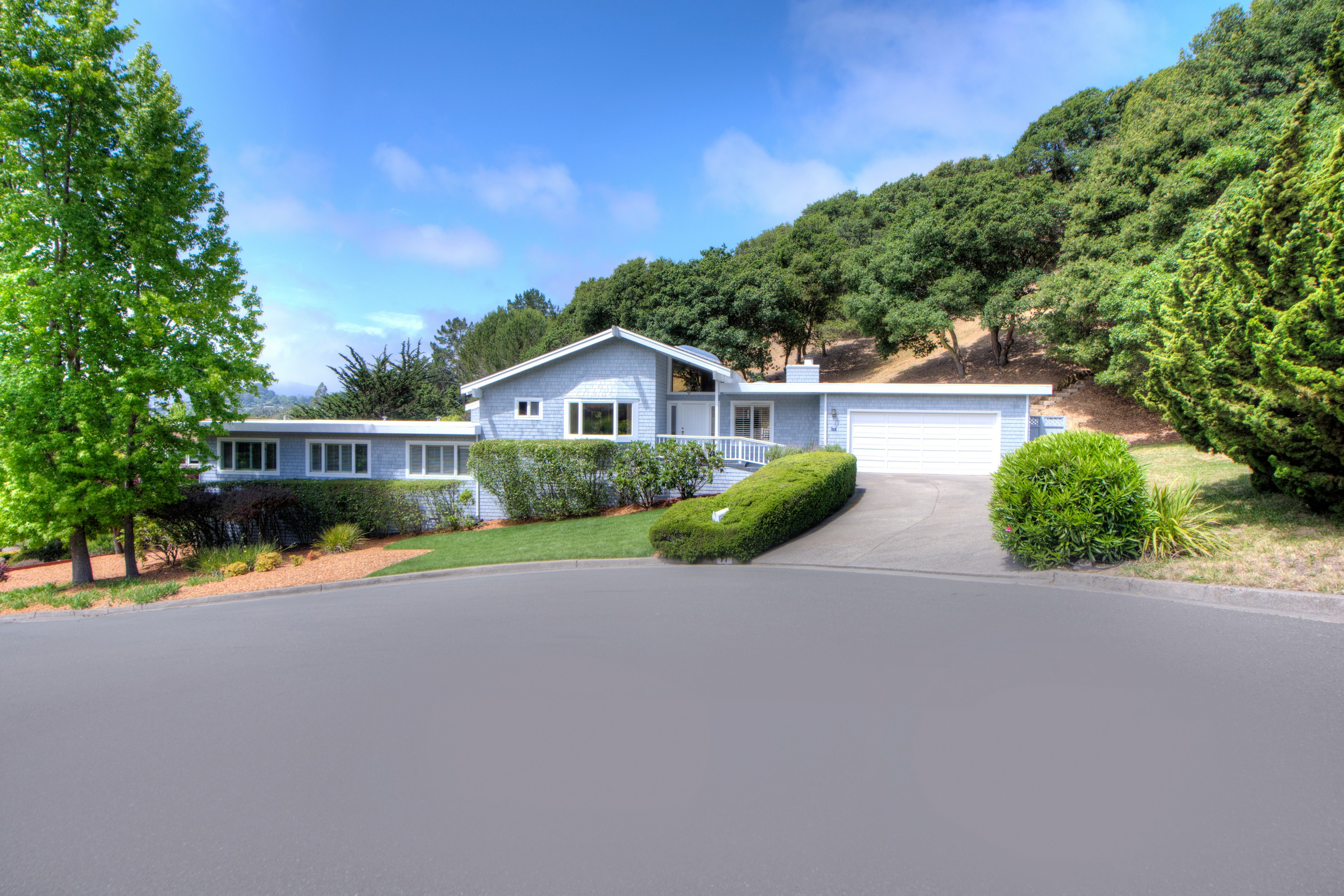 Single Family Home for Sale at Updated Tiburon Family Home 77 Paseo Mirasol Tiburon, California, 94920 United States