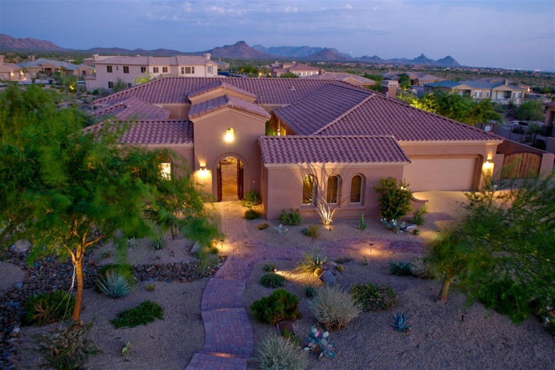 Maison unifamiliale pour l Vente à Stunning North Scottsdale Home With Exquisite Finishes 9795 E Granite Peak Trail Scottsdale, Arizona 85262 États-Unis