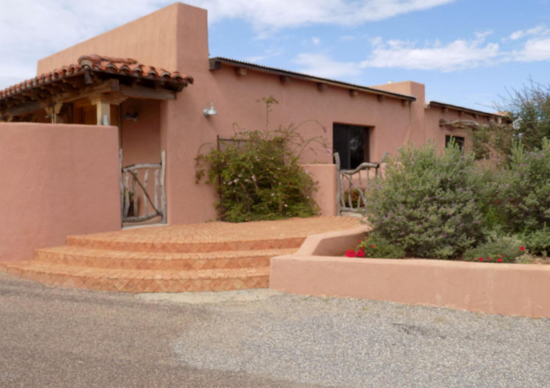 Vivienda unifamiliar por un Venta en Very well-constructed, custom-built and beautifully situated home. 12 Black Oak Dr Sonoita, Arizona 85637 Estados Unidos