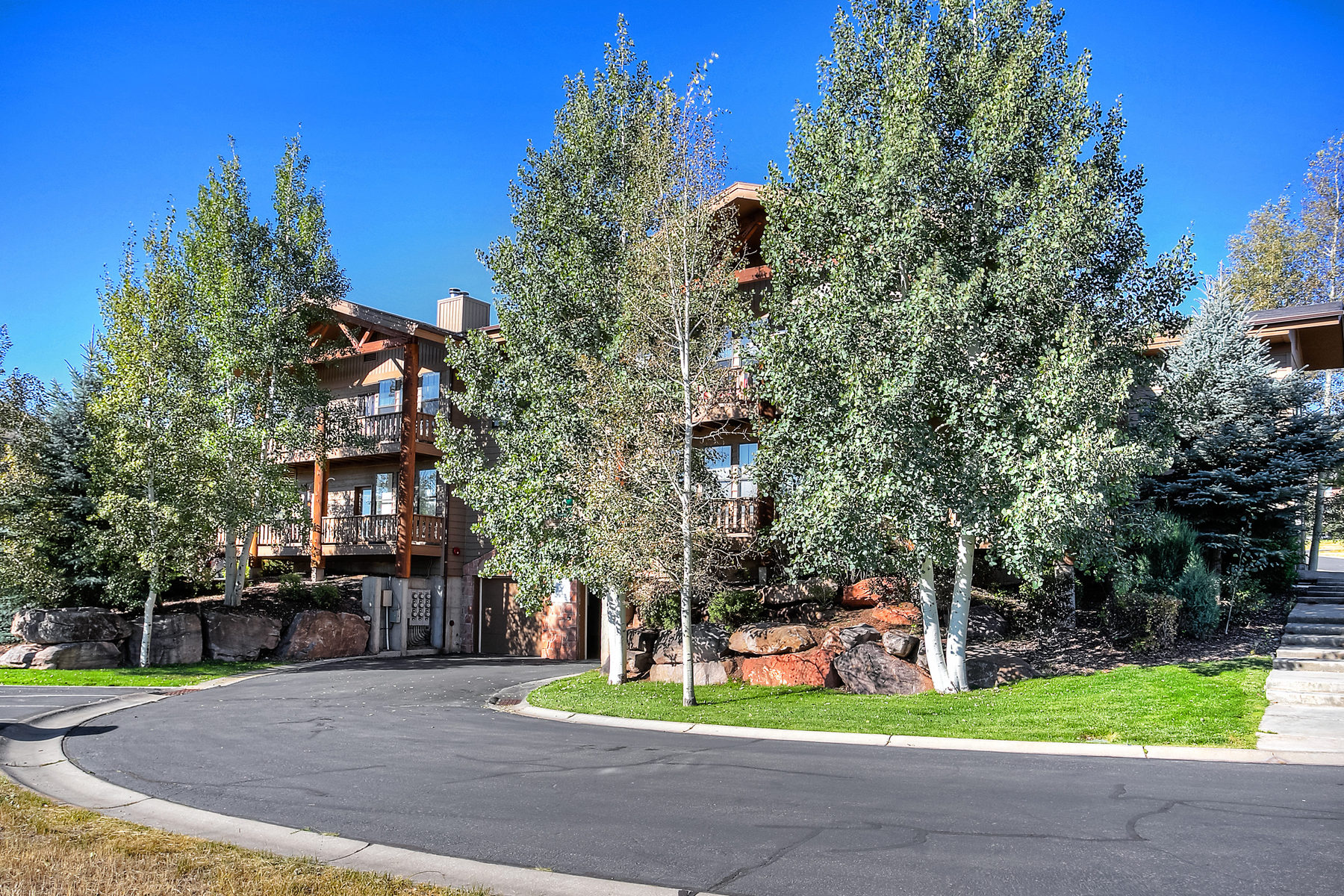 Appartement en copropriété pour l Vente à Great End Unit Pinebrook Pointe Condo 8370 Meadowview Ct #B14 Park City, Utah 84098 États-Unis
