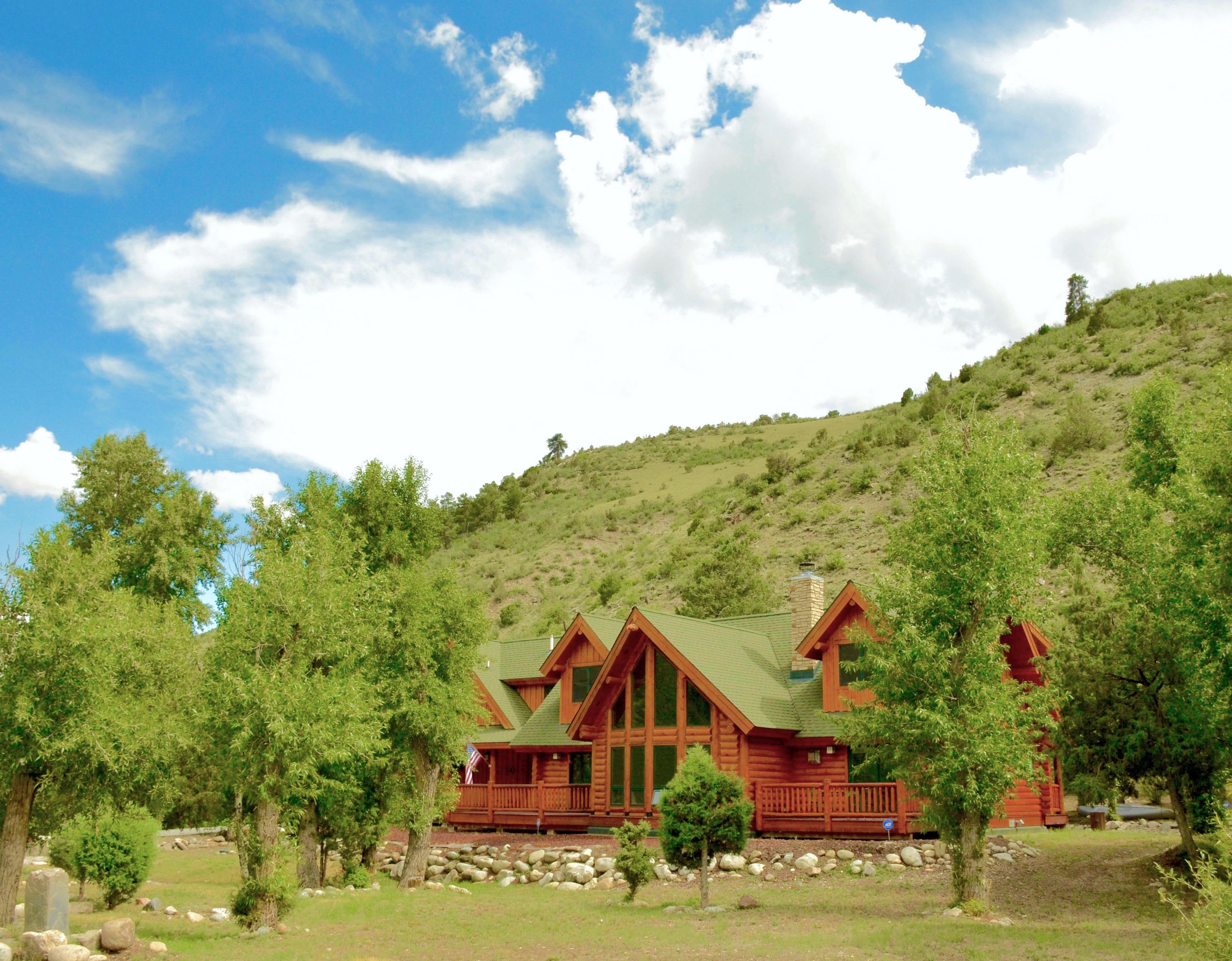 Maison unifamiliale pour l Vente à Custom Log Monarch Ski Home 17351 Little River Lane Salida, Colorado, 81201 États-Unis