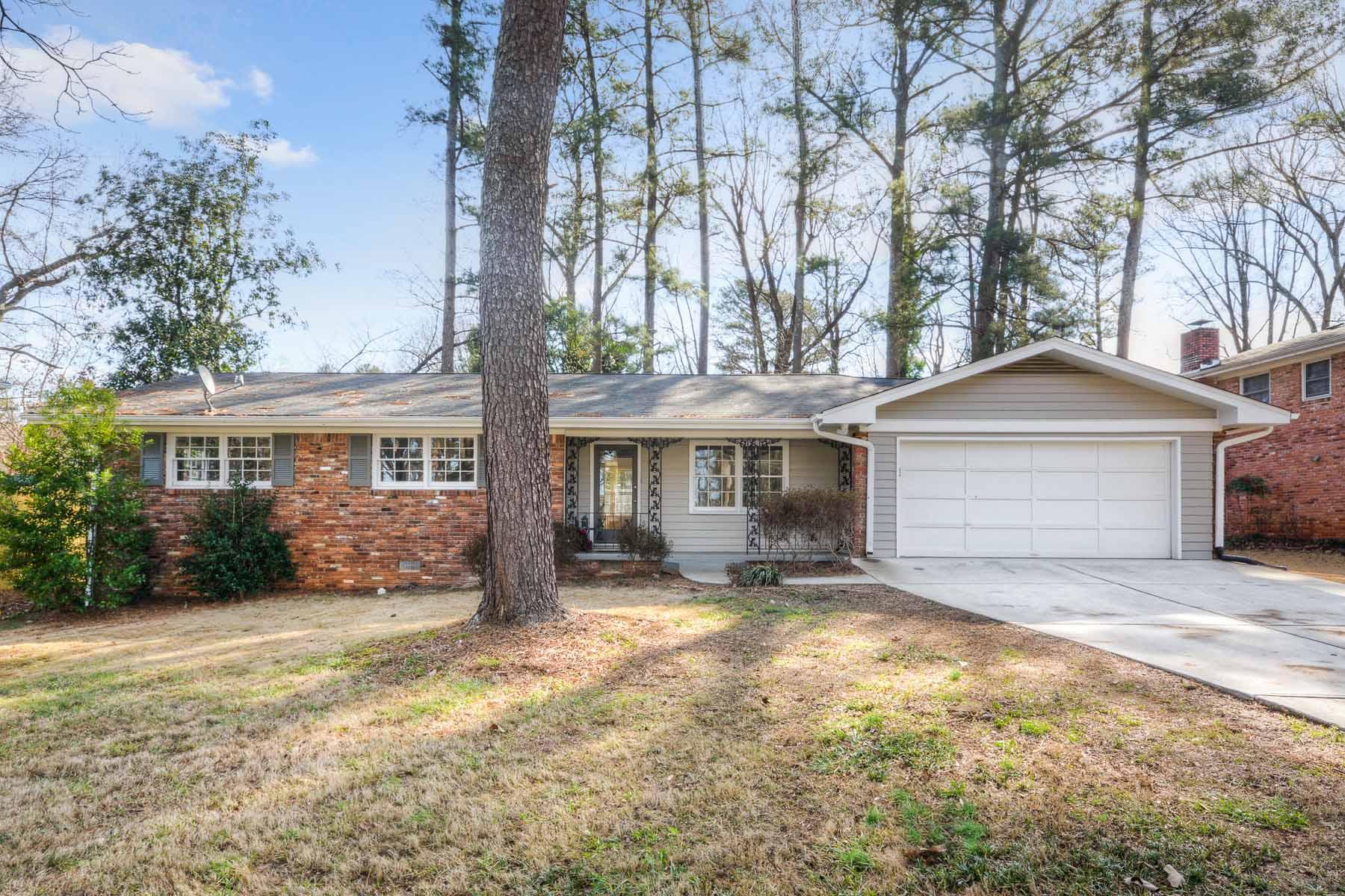 Einfamilienhaus für Verkauf beim Updated Ranch on Level Lot 4153 Admiral Way Chamblee, Georgia, 30341 Vereinigte Staaten
