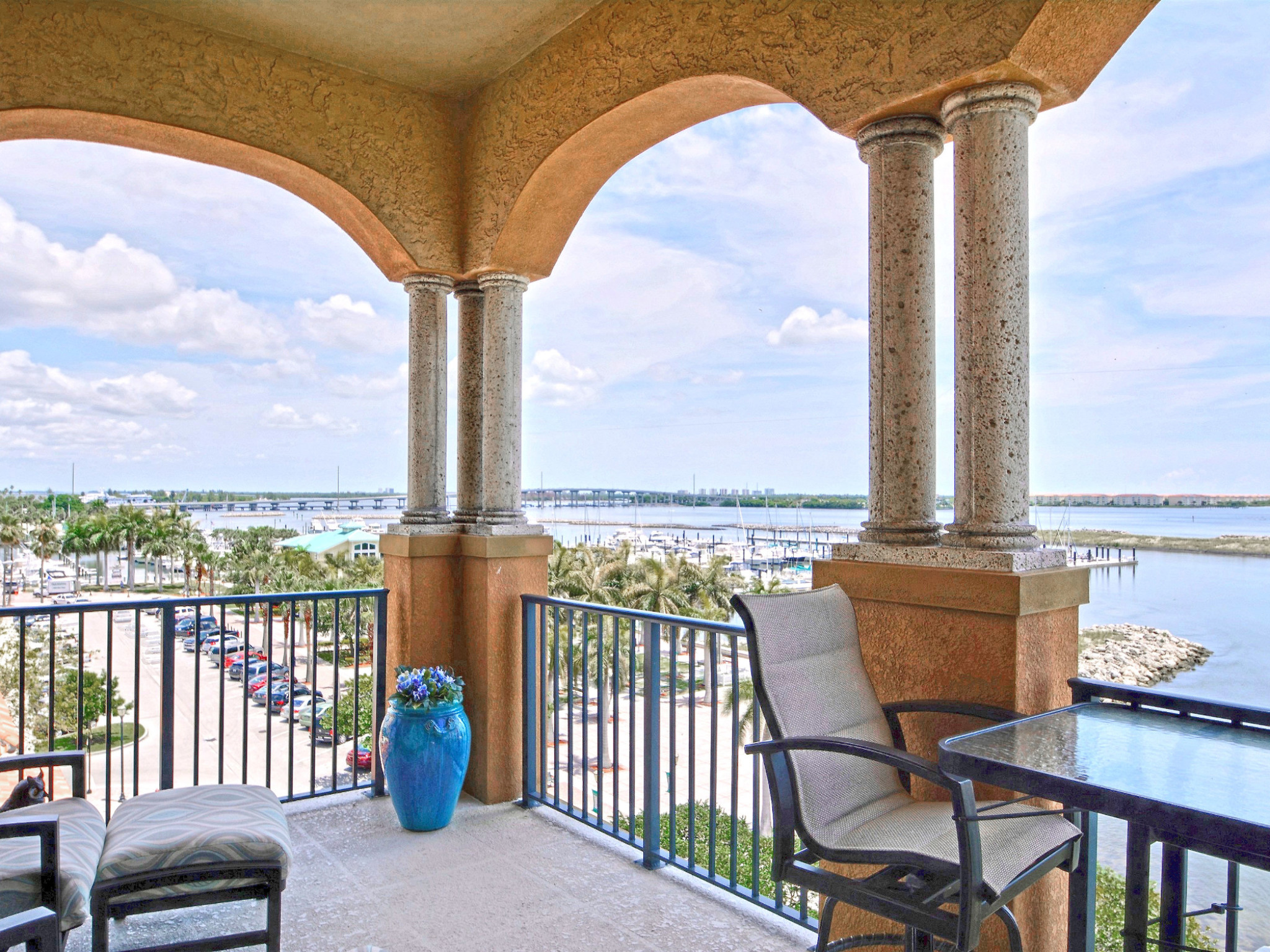 Condominio por un Venta en Renaissance on the River Masterpiece 20 Orange Avenue PH-5 Fort Pierce, Florida, 34950 Estados Unidos