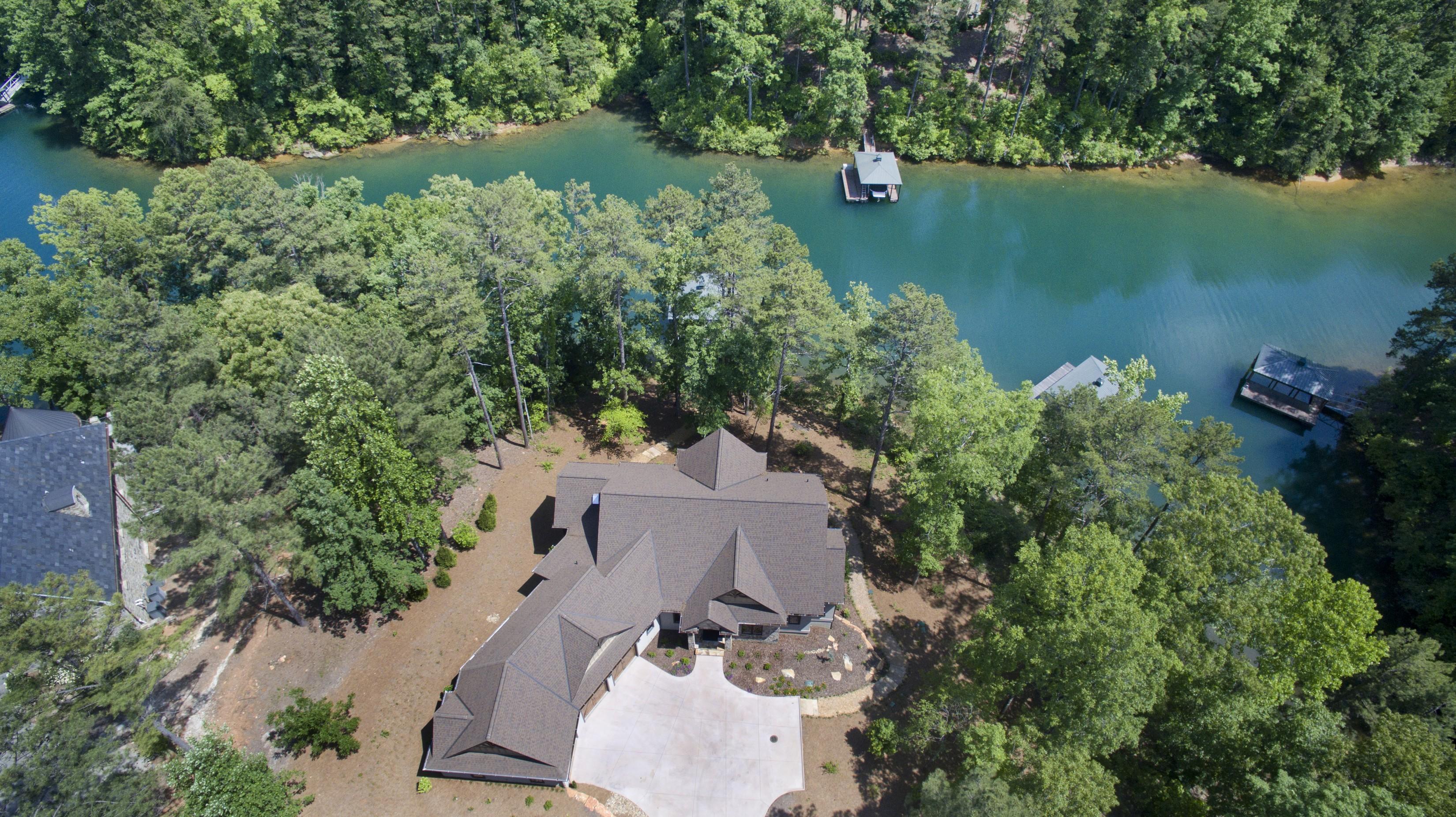 단독 가정 주택 용 매매 에 Newly Constructed Waterfront Custom Home Exudes Charm & Sophistication 800 Mirror Lake Court The Cliffs At Keowee Falls, Salem, 사우스캐놀라이나, 29676 미국