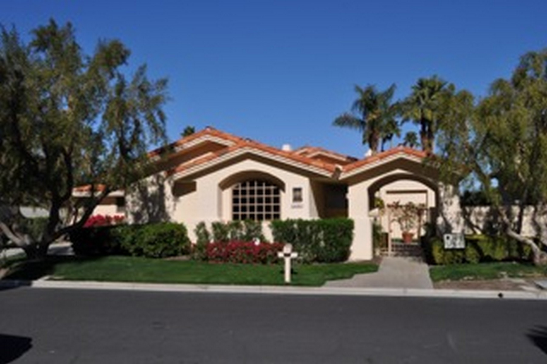 Single Family Home for Sale at 54400 Riviera La Quinta, California 92253 United States