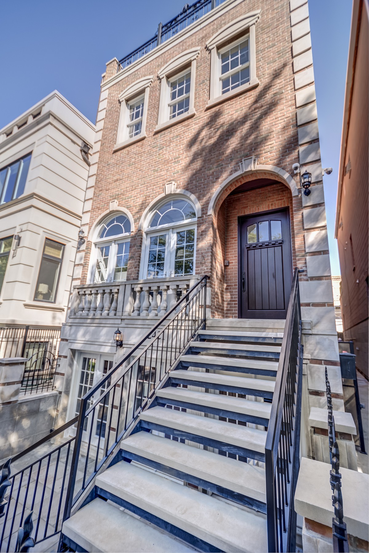 Villa per Vendita alle ore Spectacular Fully Remodeled Home In Lincoln Park 2421 N Janssen Avenue Lincoln Park, Chicago, Illinois 60614 Stati Uniti